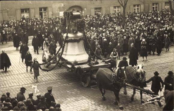 Foto Ak Nürnberg, Glockenweihe, Transport der Glocke, Fuhrwerk