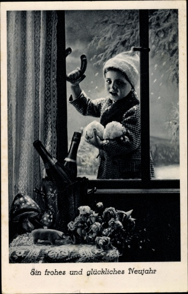 Ak Glückwunsch Neujahr, Junge mit Hufeisen, Fenster, Schnee, Pilze, Schwein, Sekt, Blumenstrauß