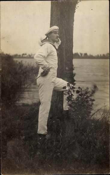 Foto Ak Deutscher Matrose in Uniform, U Boot
