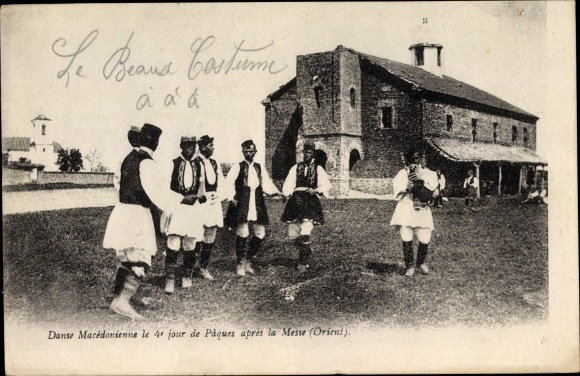 Ak Mazedonien, Männer in Trachten beim Tanz nach der Ostermesse