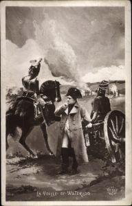 Künstler Ak La Veille de Waterloo, Napoleon Bonaparte, Kaiser Napoleon I.