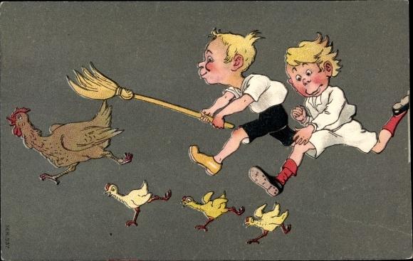 Litho Zwei Jungen jagen Huhn und Küken