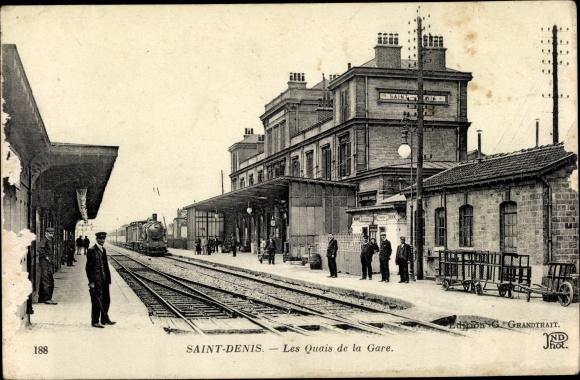 Ak Saint Denis Seine Saint Denis, Les Quais de la Gare, Bahnhof, Dampflok