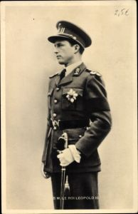 Ak König Leopold III von Belgien, Standportrait, Uniform