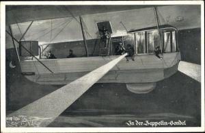 Künstler Ak In der Zeppelin Gondel, Scheinwerfer