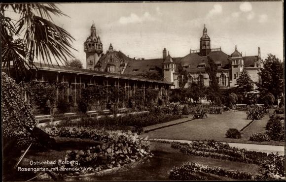 Ak Kołobrzeg Kolberg Pommern, Rosengarten mit Strandschloss