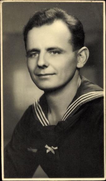 Foto Ak Portrait von einem Seemann in Uniform, Matrose