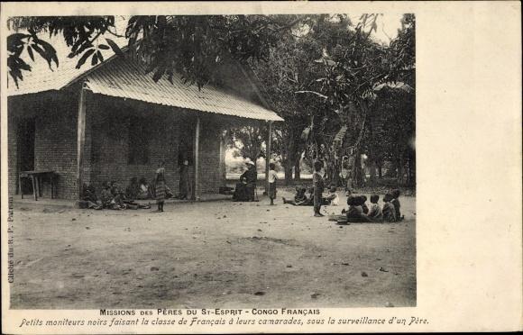 Ak Französisch Kongo, Missions des Pères du St. Esprit, Afrikaner, Missionar