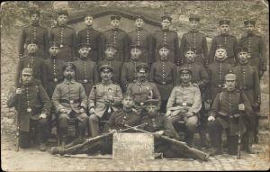 Foto Ak Deutsche Soldaten in Uniformen, 4. Abteilung 2. Korporalschaft 1914/15, Gewehre