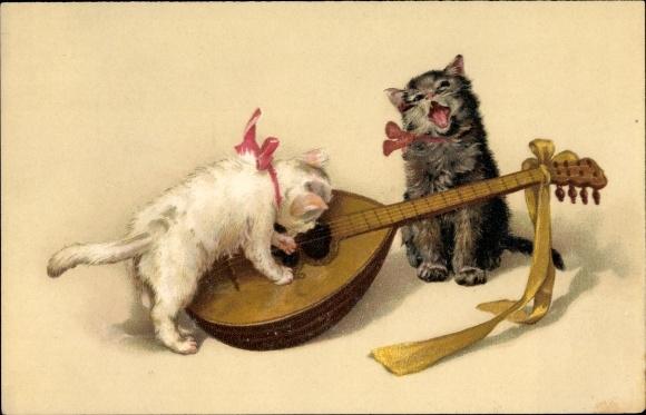 Künstler Ak Zwei Kätzchen mit einer Laute, Katzenmusik