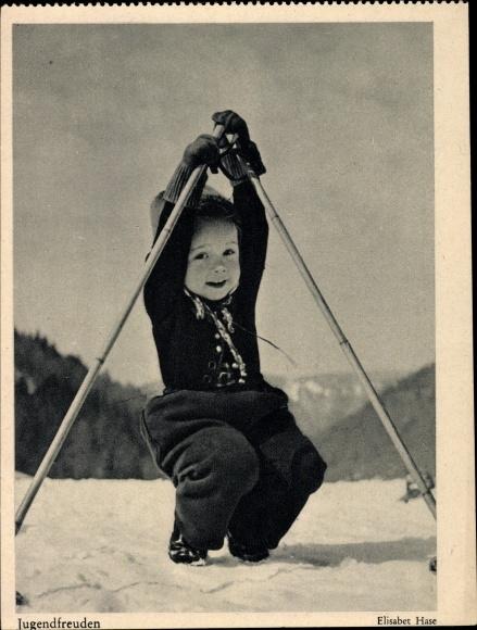 Ak Jugendfreuden, Kind auf Skiern, Fotograf Elisabet Hase