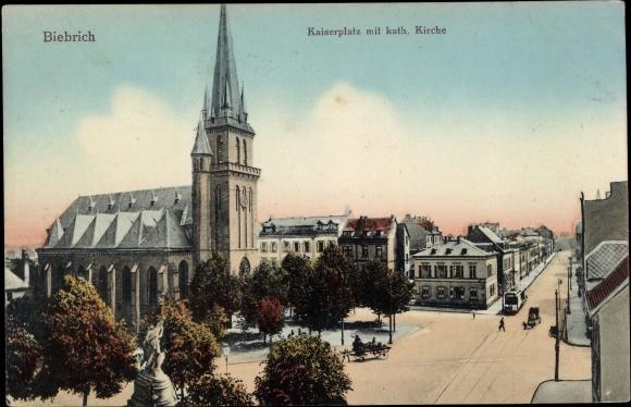 Ak Biebrich Wiesbaden in Hessen, Kaiserplatz, kath. Kirche, Straßenbahn, Pferdefuhrwerke, Statue 0