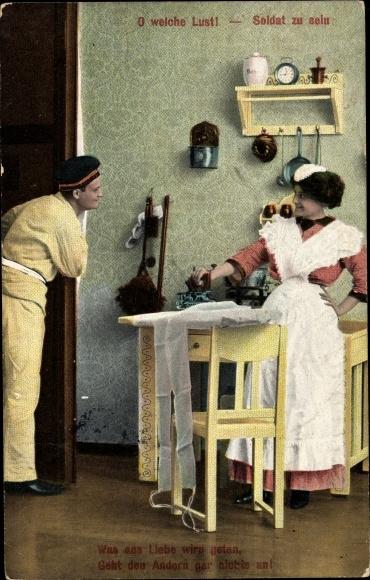 Ak O welche Lust Soldat zu sein, Frau beim Bügeln