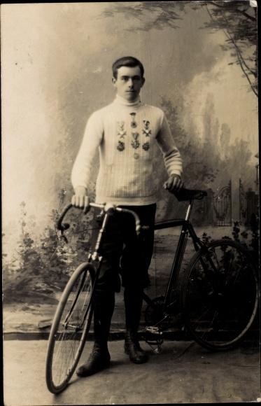 Foto Ak Radrennfahrer, Siegermedaillen, Rennrad