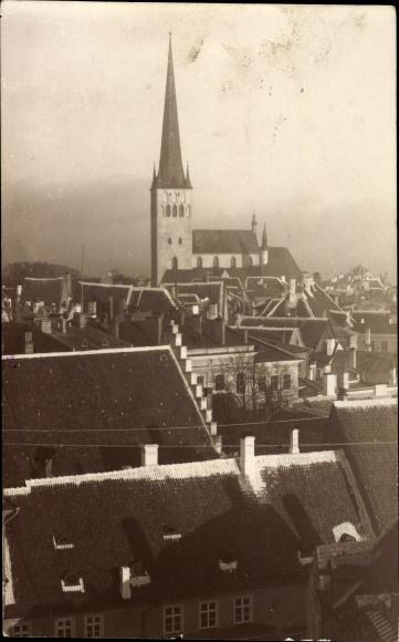Foto Ak Tallinn Reval Estland, Kirche, Blick über die Dächer der Stadt