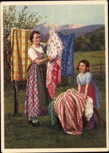 Künstler Ak Schuster, Karl, Bunte Wäsche, Indanthren Werbung, Wäsche aufhängen, Mutter u. Tochter