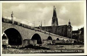 Ak Regensburg an der Donau Oberpfalz, Steinerne Brücke, Brückenmanderl u. Dom