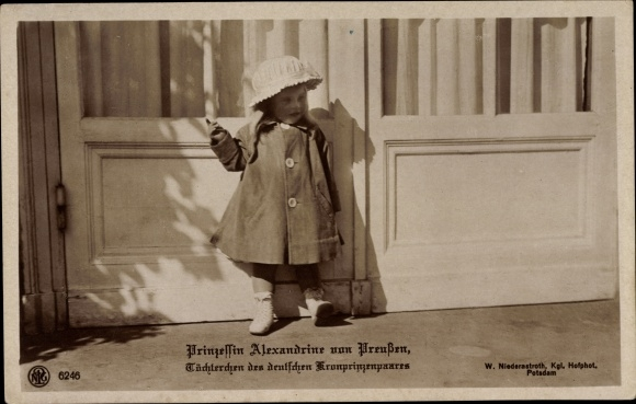 Ak Prinzessin Alexandrine von Preußen, Tochter des Kronprizenpaares, NPG 6246