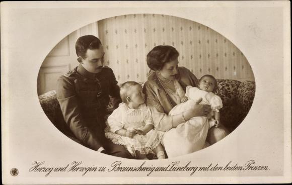 Ak Herzog Ernst August von Braunschweig, Prinzessin Victoria Luise von Preußen, Söhne, NPG