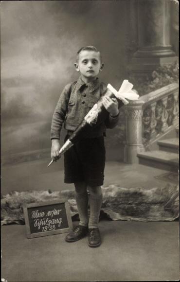 Foto Ak Junge am ersten Schultag 1938, Zuckertüte, Berlin Neukölln