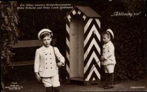 Ak Prinzen Wilhelm und Louis Ferdinand, Söhne des Kronprinzenpaares, Ablösung vor, Liersch 7026
