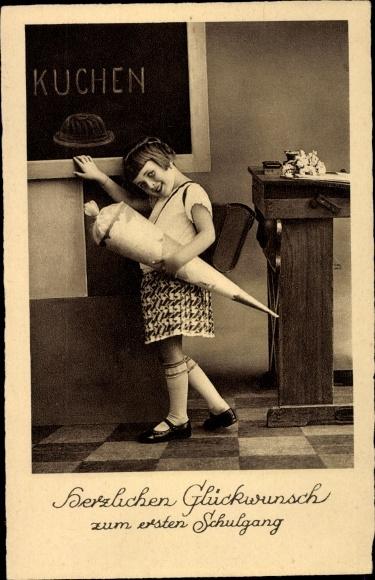 Ak Glückwunsch Schulanfang, Mädchen mit Zuckertüte, Schultafel