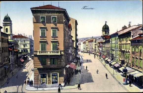 Ak Rijeka Fiume Kroatien, Straßenpartie, Gebäude