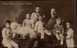 Ak Kaiser Wilhelm II. von Preußen mit seinen Enkeln, Liersch 7577