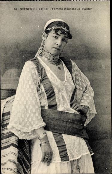 Ak Scenes et Types, Femme Mauresque d'Alger, Maghreb