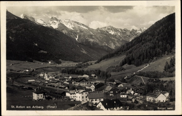 Ak St. Anton am Arlberg Tirol, Totalansicht, Bahnhof, Gebirgspartie
