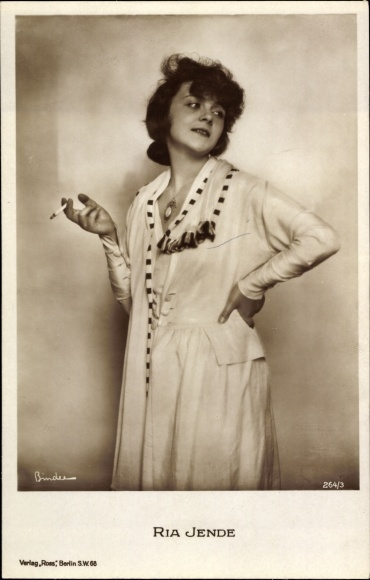 Ak Schauspielerin Ria Jende, Portrait, Zigarette rauchend, Ross Verlag 264/3