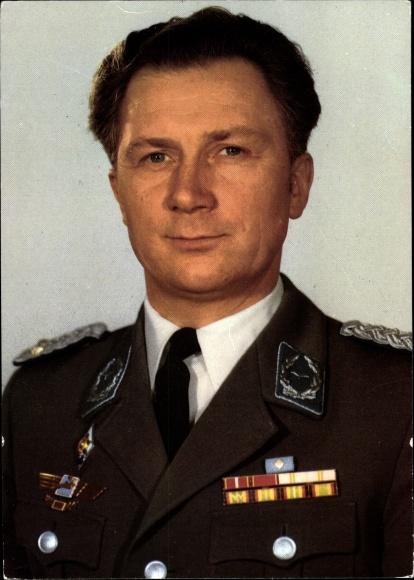 Ak Kosmonaut Sigmund Jähn, erster Fliegerkosmonaut der DDR