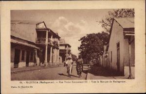 Ak Majunga Madagaskar, Rue Victor Emmanuel III., Vers la Banque de Madagaskar