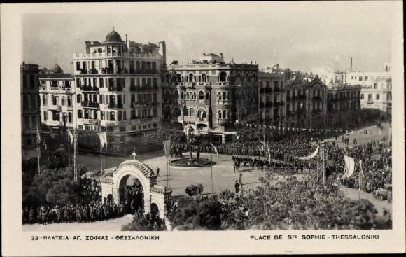 Ak Thessaloniki Griechenland, Place de St. Sophie, vue générale, fête