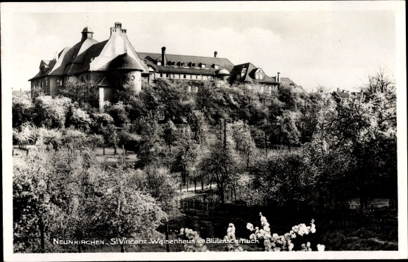 Ak Neunkirchen im Saarland, St. Vincenz Waisenhaus im Blütenschmuck
