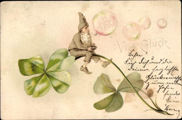 Ak Glückwunsch Neujahr, Zwerg auf Kleeblatt, Seifenblasen, Jahreszahl 1902