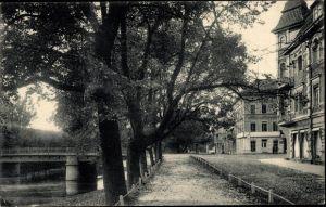 Ak Gussew Gumbinnen Ostpreußen, Partie an der Promenade