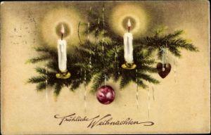 Ak Frohe Weihnachten, Tannenzweig, Kerzen, Weihnachtskugeln