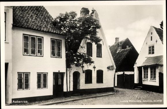 Ak Aabenraa Dänemark, Wohnhäuser, Straßenpartie