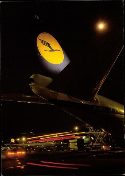 Ak Passagierflugzeug der Lufthansa, Flughafen bei Nacht