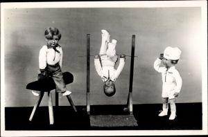 Ak Sonneberg in Thüringen, Spielzeugmuseum, Olympia Puppen 1936