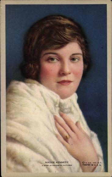Ak Schauspielerin Madge Kennedy, Portrait, Pelzkragen