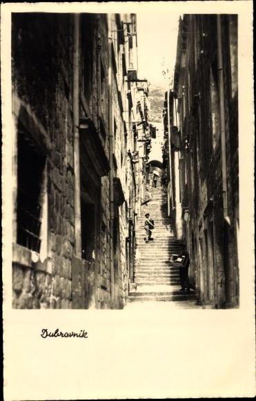 Ak Dubrovnik Kroatien, Straßenpartie, Aufgang