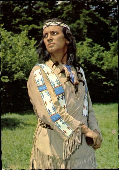 Ak Schauspieler Pierre Brice, Portrait als Winnetou, Indianer