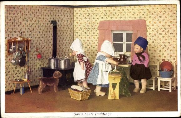 Ak Käthe Kruse Puppen, Gibt's heute Pudding, Küche, Hund, Novitas