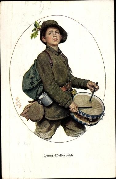 Künstler Ak Jung Österreich, Junge in Uniform, Blechtrommel