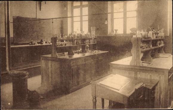Ak Verviers Wallonien Lüttich, Institut Saint Michel, Laboratoire de Chimie