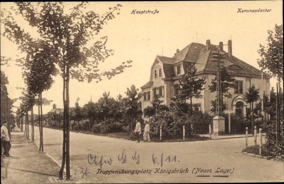 Ak Königsbrück in der Oberlausitz, Hauptstraße, Kommandantur, Truppenübungsplatz, Neues Lager