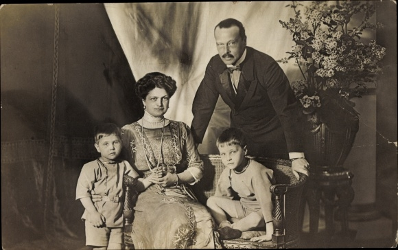 Ak Großherzog Ernst Ludwig von Hessen Darmstadt, Familienportrait