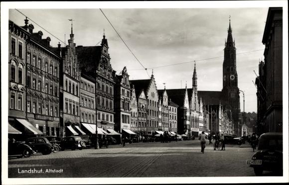 Ak Landshut in Niederbayern, Altstadt, Straßenpartie, Martinskirche, Häuserfassaden, Kollerbräu